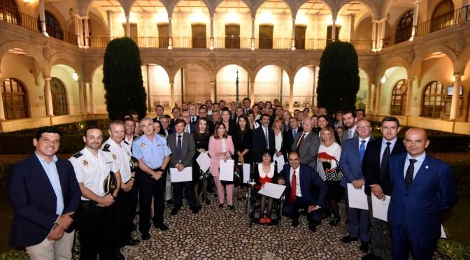La Facultad de Derecho de la Universidad de Murcia reconoce como 'colaboradores honorarios' a profesionales que tutorizan las prácticas de los estudiantes