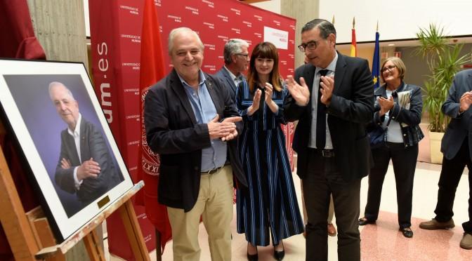 El retrato de José Manuel Palazón ya está en la Galería de Defensores Universitarios de la UMU