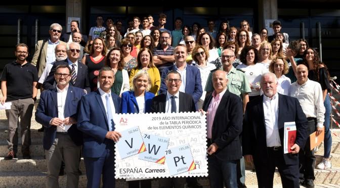 Correos presenta el sello dedicado a la Tabla Periódica de Elementos Químicos en la Universidad de Murcia