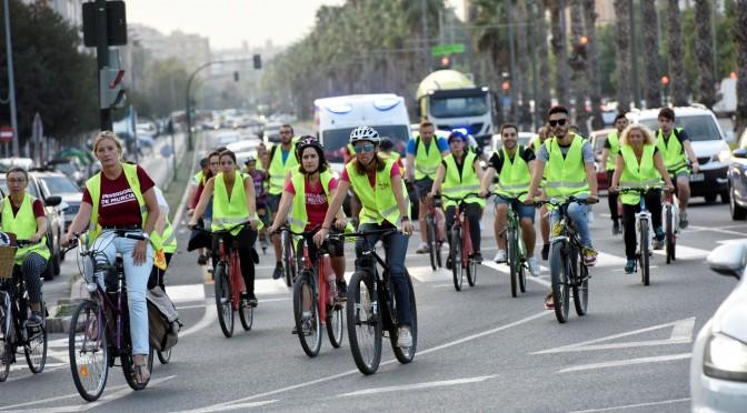 Doscientas personas participan en la subida en bicicleta al Campus de Espinardo de la Universidad de Murcia
