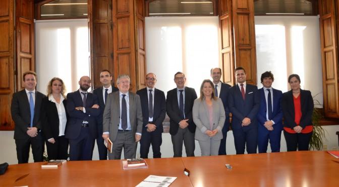 La Universidad de Murcia y la empresa Ruiz Moreno y Gálvez Peñalver Abogados firman un convenio de colaboración