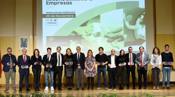 La UMU entrega premios a grandes empresas y pymes que fomentan la empleabilidad del alumnado universitario