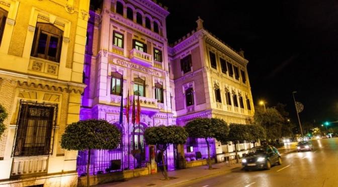 La Universidad de Murcia se tiñe de violeta con motivo del 25N
