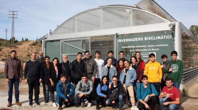 La UMU muestra sus instalaciones de energías renovables a estudiantes de Química en el marco de ODSesiones
