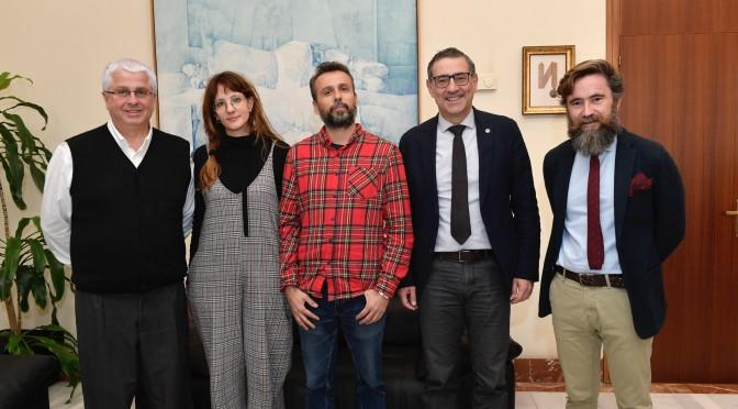 La UMU y La Cámara Roja firman un convenio de colaboración para promocionar y enseñar el arte de la fotografía