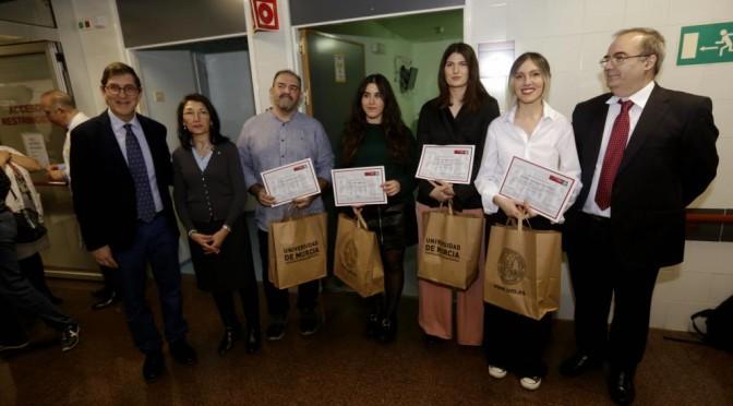 La UMU entrega los premios del concurso 'Pinta Esperanza' a estudiantes de Bellas Artes