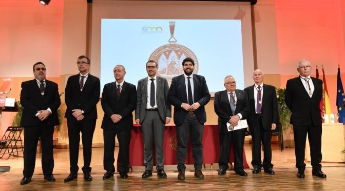 La UMU entrega su máxima distinción a cinco exrectores y reconoce con la Medalla de Honor a la Fundación ONCE