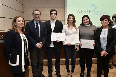 La Asociación de Empresarios de Oficinas de Farmacia premia a tres estudiantes de la UMU por sus trabajos fin de grado