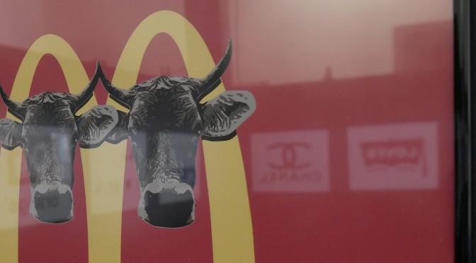 La Universidad de Murcia expone una muestra gráfica sobre reinterpretaciones de logotipos publicitarios