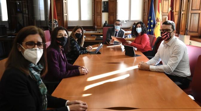 La UMU y la Consejería de Turismo, Juventud y Deportes firman un acuerdo para colaborar en acciones relacionadas con la juventud