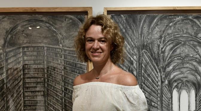 La Universidad de Murcia expone la muestra pictórica 'Bibliotecas' de la artista Pau Pellín