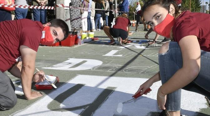 Estudiantes de Bellas Artes de la UMU pintan el mural 'Pisando desigualdades' en el regreso de ODSesiones
