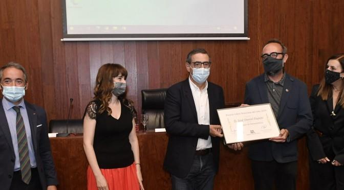 José Daniel Espejo recibe el galardón del Libro Murciano del año