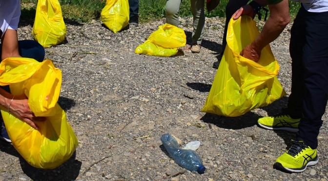 La UMU, el Ayuntamiento de Beniel y SOS Legado Humano reúnen a más de 200 personas en una limpieza del cauce del río Segura