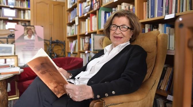 """Dionisia García presenta su libro """"Mientras dure la luz"""" en la Universidad de Murcia"""